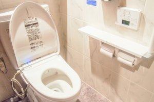 トイレの水漏れ修理にかかる費用相場|賢い人は知っているお得なコツ