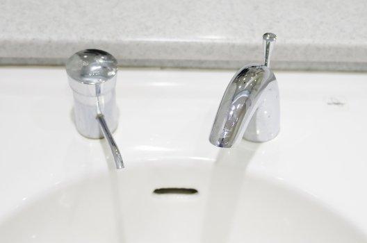 洗面所に小さい虫が大量発生!どうすればいい?