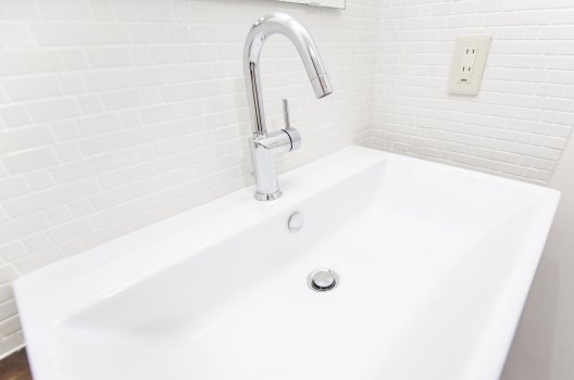 洗面台の蛇口が原因で水漏れしているときの修理法