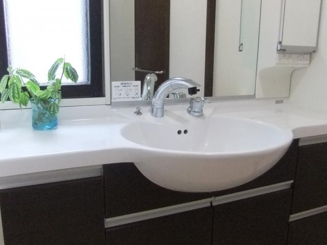 洗面台の水漏れ原因はコレ!応急処置と正しい対処法、業者料金も紹介