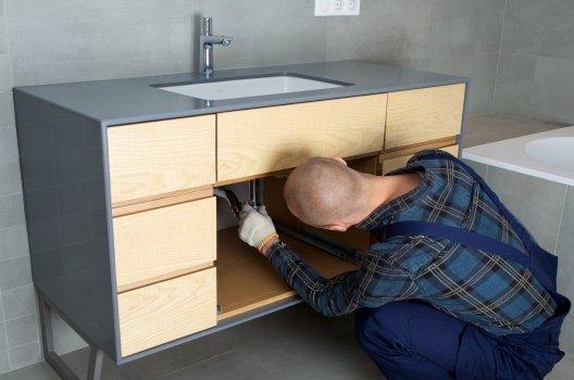 洗面台の給水管からの水漏れ修理法
