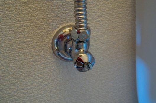 ハンドルのない止水栓(ドライバー式)をしめる方法