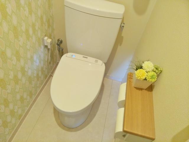 トイレの水漏れ原因と解決方法!修理は無理せず業者に任せるのが安心