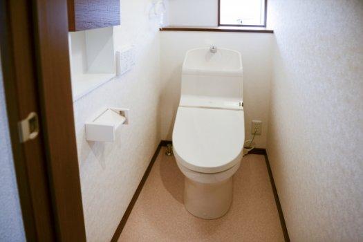 トイレの水が止まらない!タンク内の部品が原因?修理交換方法を紹介