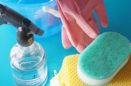 排水溝の油を溶かす!パイプクリーナーの選び方とその他の解決法