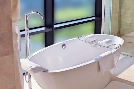 浴槽での水漏れ|原因と修理方法・お風呂で起きやすいトラブルを解説