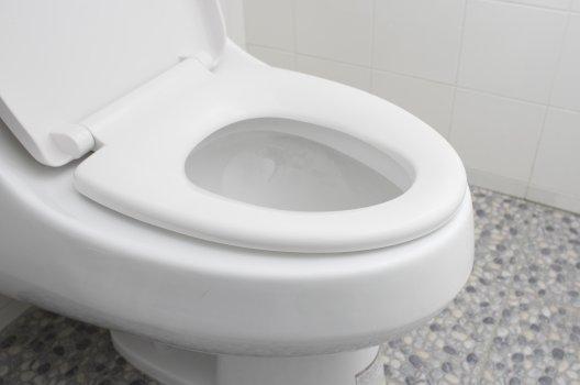 トイレがよく詰まる原因とは?自分でできる対処法と予防の仕方