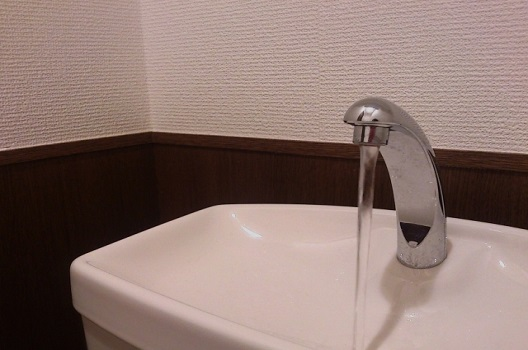 【症状1】タンクから水が溢れている