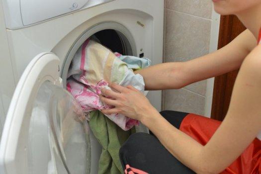 【原因1】洗濯槽内で洗濯物がかたよっている