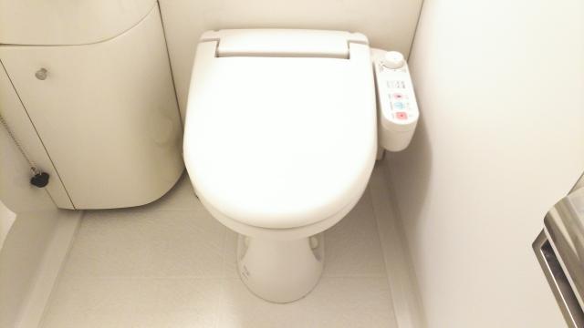 トイレの詰まりをラップやペットボトルで解消!手近なもので直す方法