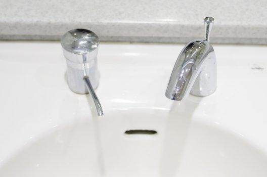 水回りの修理│水漏れ?つまり?トラブル別に修理法と費用相場を解説
