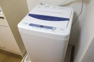洗濯機の水道蛇口から水漏れ!給水ホースが外れているのが原因かも…