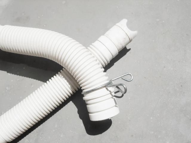 洗濯機給水ホース水漏れ