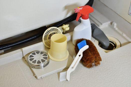 お風呂の排水構がつまる原因を知って予防しよう!