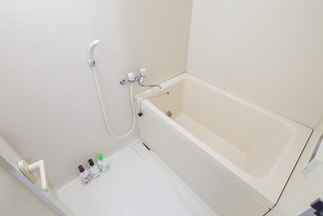 お風呂のお湯が出ない!症状別の原因と対処法|蛇口交換で直るかも?