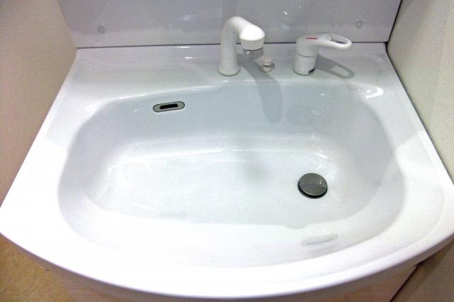 洗面台の水漏れはタンクから?まずはシャワーホースを確認してみよう