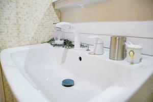 洗面台のパッキンを交換する方法!蛇口の種類別の水漏れ原因について