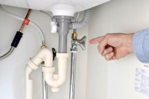 排水管の水漏れの応急処置方法!業者の修理料金や水漏れ原因もご紹介